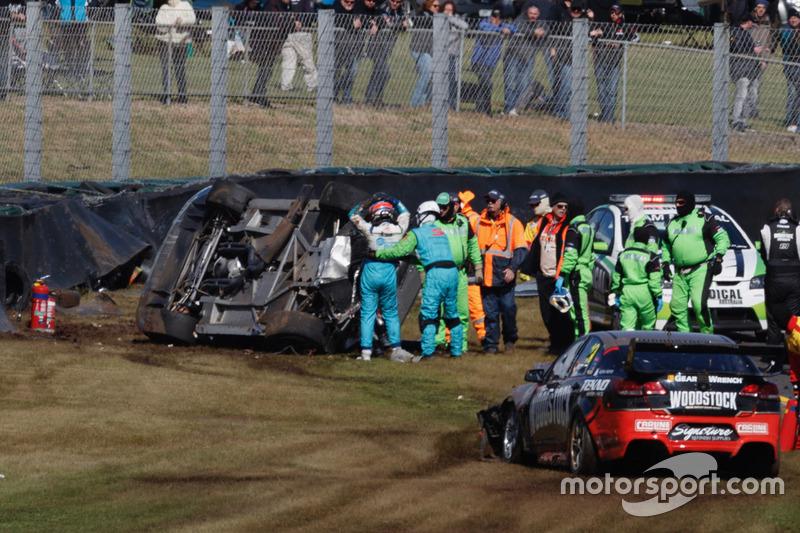 Choque de Todd Hazelwood, Brad Jones Racing