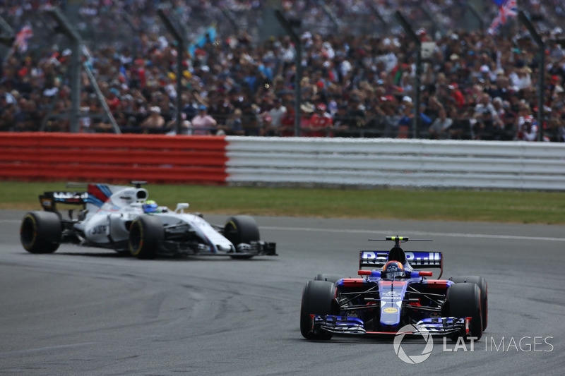 Carlos Sainz Jr., Scuderia Toro Rosso STR12, Felipe Massa, Williams FW40