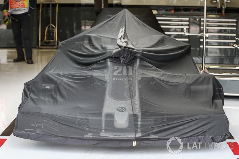 Haas F1 Team VF-17 у гаражі