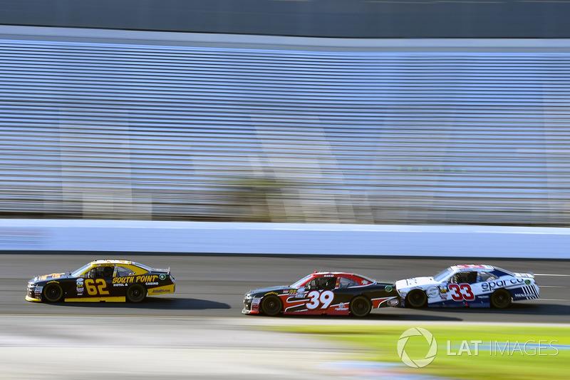 Brendan Gaughan, Richard Childress Racing Chevrolet y Ryan Sieg, RSS Racing Chevrolet