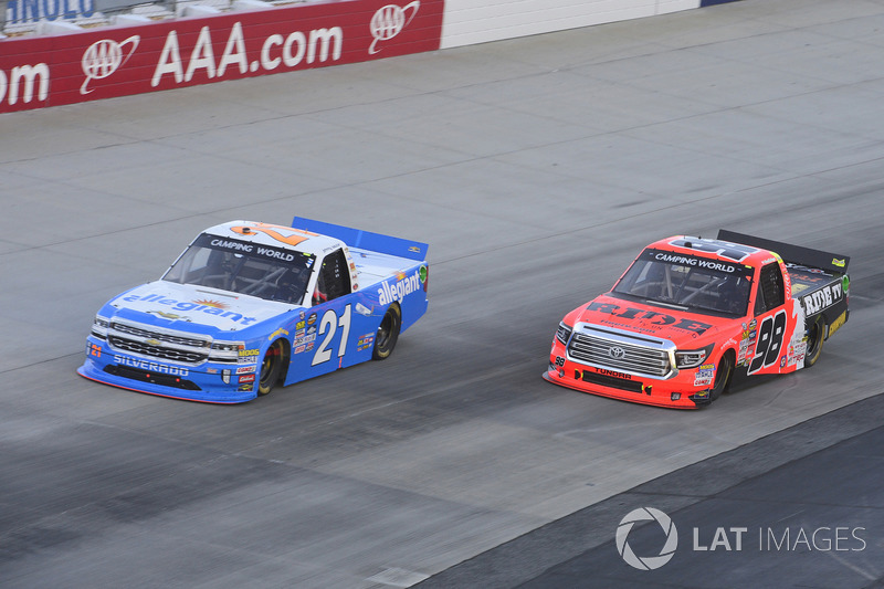 Johnny Sauter, GMS Racing, Chevrolet; Grant Enfinger, ThorSport Racing, Toyota