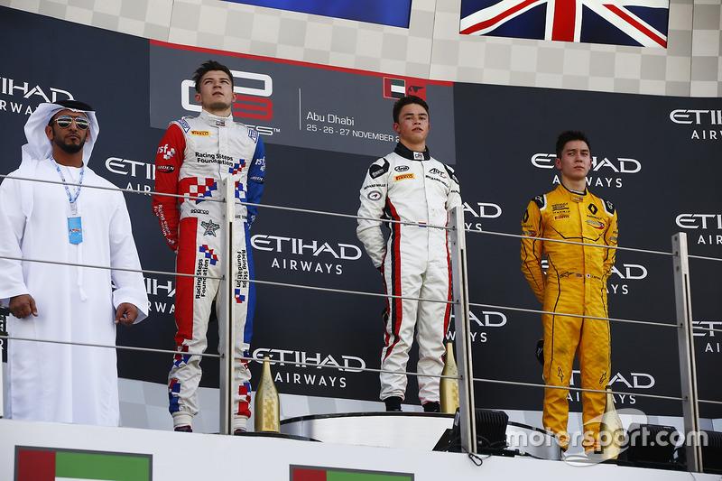 Ganador de la carrera Nyck De Vries, ART Grand Prix segundo lugar Jake Dennis, Arden International y tercer lugar Jack Aitken, Arden International   World