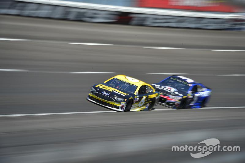 Trevor Bayne, Roush Fenway Racing, Ford; Kasey Kahne, Hendrick Motorsports, Chevrolet