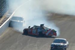 Kyle Busch, Joe Gibbs Racing Toyota, Martin Truex Jr., Furniture Row Racing Toyota crash