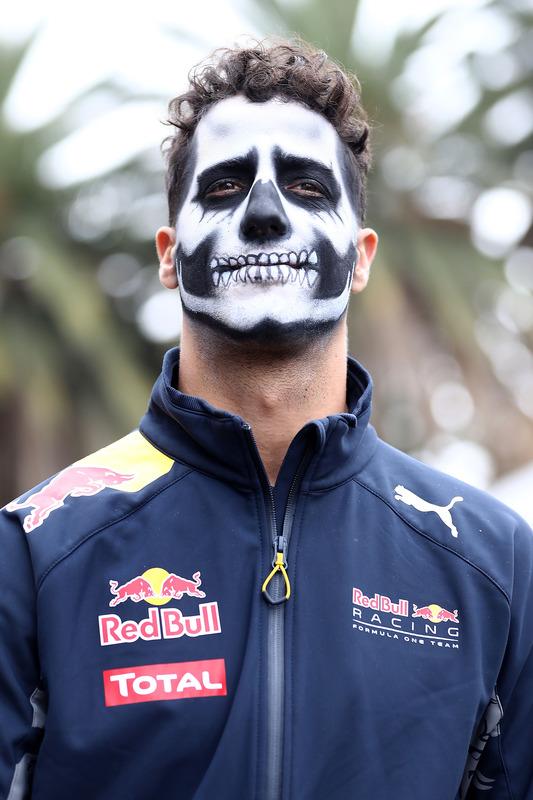 Daniel Ricciardo, Red Bull Racing, mit Gesichtsbemalung für Halloween