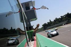 Ledogar vince Gara 1 a Imola della Carrera Cup Italia