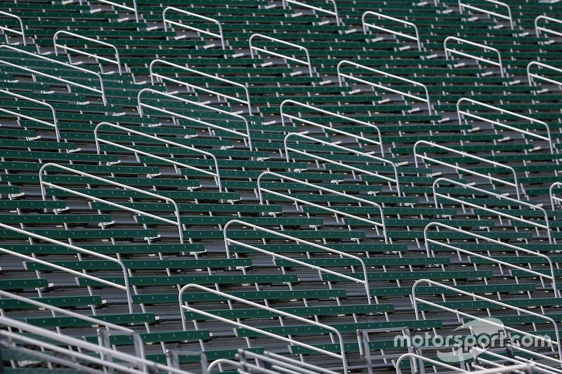Gli stand attendono l'arrivo dei tifosi al Michigan International Speedway