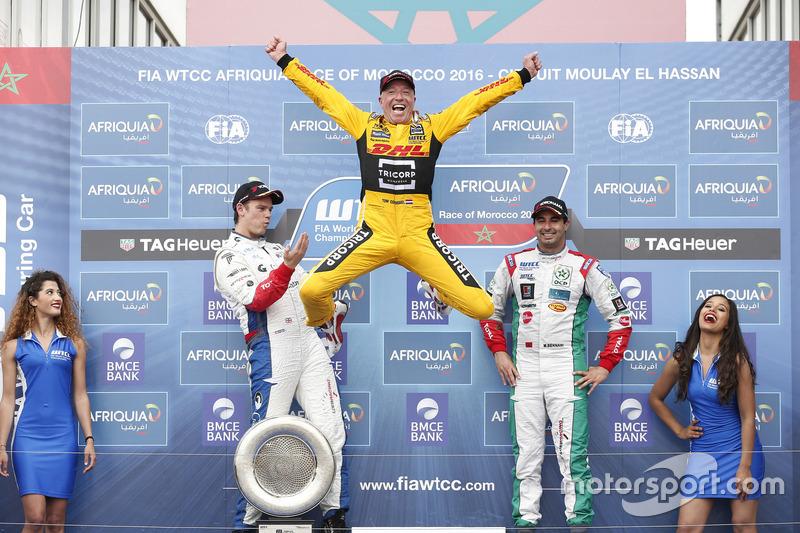Подиум: победитель гонки - Том Коронель, Roal Motorsport, Chevrolet RML Cruze TC1