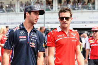 Daniel Ricciardo, Red Bull Racing e Jules Bianchi, Marussia F1 Team, durante la drivers parade