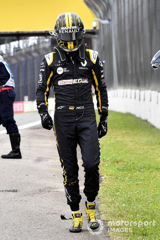 Nico Hulkenberg, Renault Sport F1 Team R.S. 18 walks away after crashing in FP2