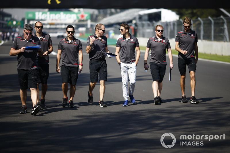 Romain Grosjean, Haas F1 Team, fait une reconnaissance de la piste