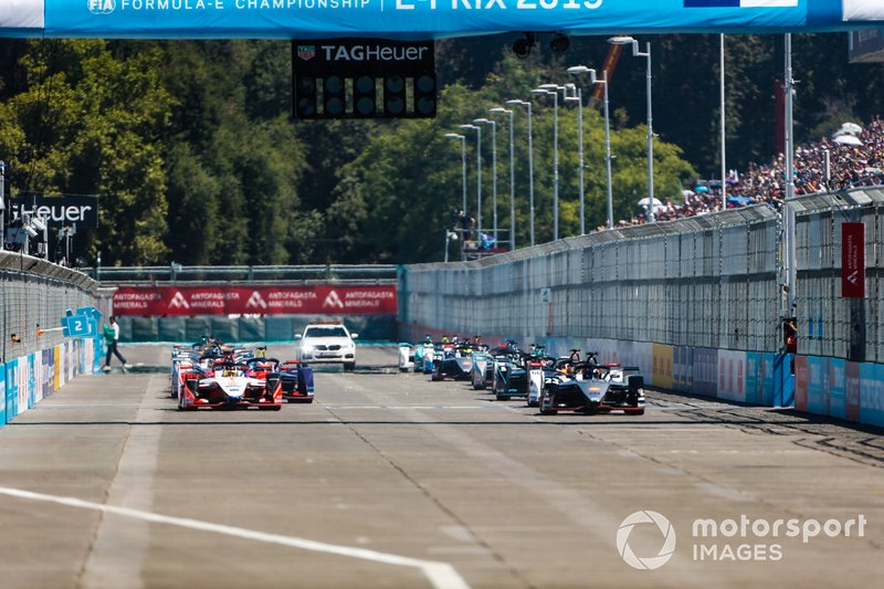 The start of the race, with Pascal Wehrlein, Mahindra Racing, M5 Electro, alongside Sébastien Buemi, Nissan e.Dams, Nissan IMO1