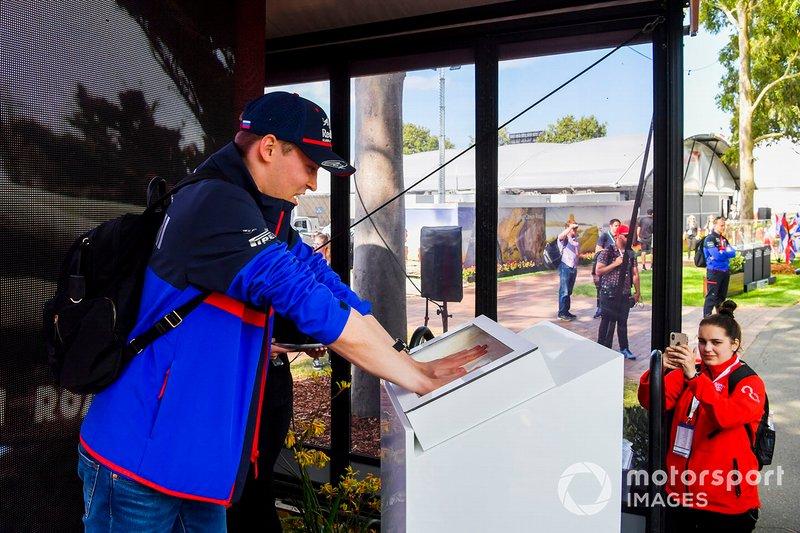 Daniil Kvyat, Toro Rosso hand mould