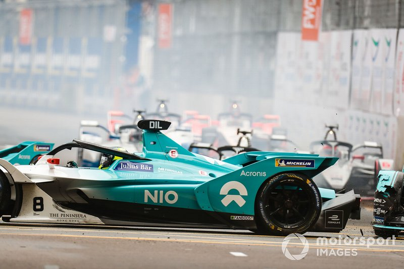 Нельсон Пике, Panasonic Jaguar Racing, Jaguar I-Type 3 и Том Дильман, NIO Formula E Team, NIO Sport 004, столкновение