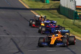 Carlos Sainz Jr., McLaren MCL34, Daniil Kvyat, Toro Rosso STR14, Pierre Gasly, Red Bull Racing RB15