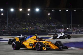 Stoffel Vandoorne, McLaren MCL33, precede Lance Stroll, Williams FW41, e Sergey Sirotkin, Williams FW41