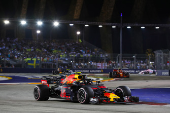 Max Verstappen, Red Bull Racing RB14, leads Valtteri Bottas, Mercedes AMG F1 W09 EQ Power+, and Kimi Raikkonen, Ferrari SF71H