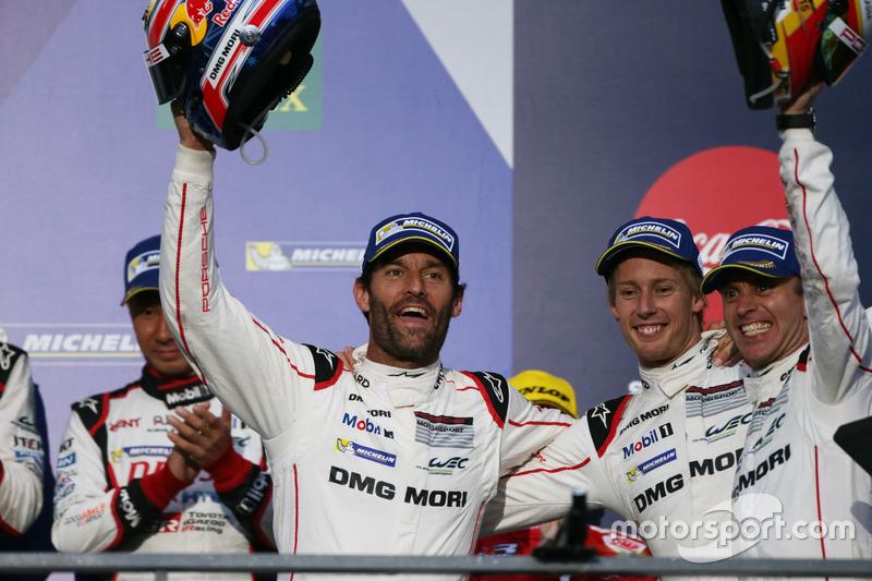 Podium: Race winners #1 Porsche Team Porsche 919 Hybrid: Mark Webber, Brendon Hartley, Timo Bernhard
