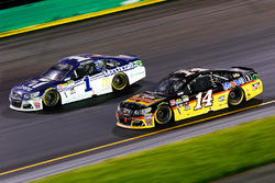 Tony Stewart, Stewart-Haas Racing, Chevrolet; Jamie McMurray, Chip Ganassi Racing, Chevrolet