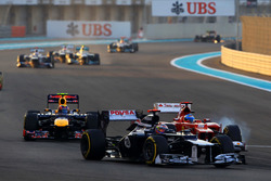 Pastor Maldonado, Williams Renault FW34 battles with Fernando Alonso, Ferrari F2012 and Mark Webber, Red Bull Racing RB8