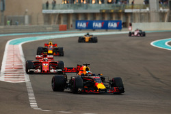 Daniel Ricciardo, Red Bull Racing RB13, Kimi Raikkonen, Ferrari SF70H, Max Verstappen, Red Bull Racing RB13