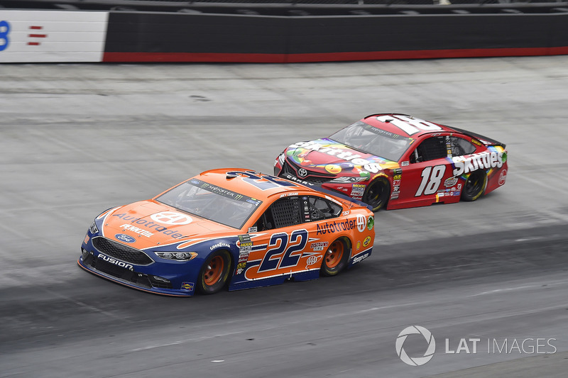 Joey Logano, Team Penske, Ford Fusion Autotrader, Kyle Busch, Joe Gibbs Racing, Toyota Camry Skittles
