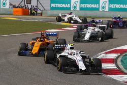 Сергей Сироткин, Williams FW41, Стоффель Вандорн, McLaren MCL33, и Шарль Леклер, Alfa Romeo Sauber C37