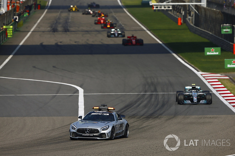 El AMG Mercedes safety-car al frente de Valtteri Bottas, Mercedes AMG F1 W09, Sebastian Vettel, Ferrari SF71H, Lewis Hamilton, Mercedes AMG F1 W09, and Max Verstappen, Red Bull Racing RB14 Tag Heuer