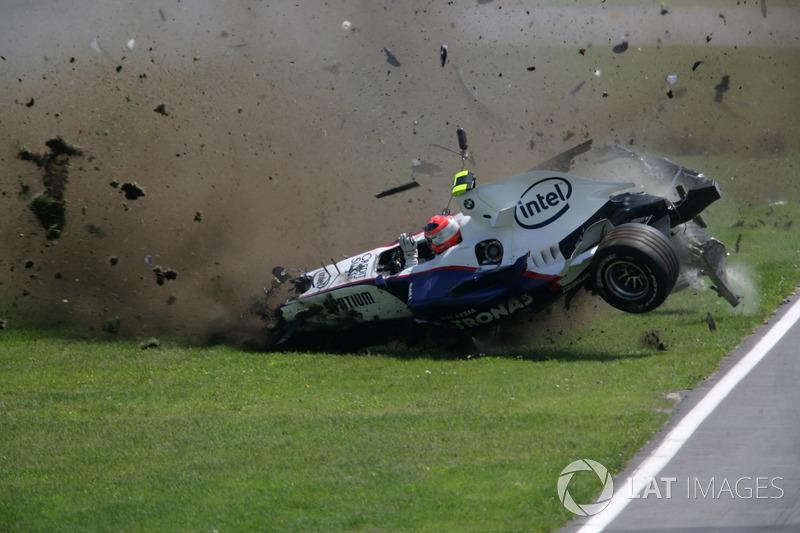 На Гран При Канады-2007 Кубица попал в жесточайшую аварию. Польский пилот испытал перегрузку в 75G, но полностью восстановился после аварии и довольно быстро вернулся за руль. Выглядел тот инцидент очень страшно