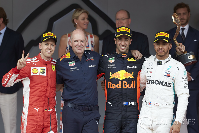 Podio: segundo puesto Sebastian Vettel, Ferrari, Adrian Newey, director técnico, Red Bull Racing, ganador de la carrera Daniel Ricciardo, Red Bull Racing, tercer puesto Lewis Hamilton, Mercedes AMG F1