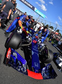 Brendon Hartley, Scuderia Toro Rosso STR13 en la parrilla