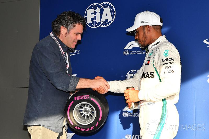Pole sitter Lewis Hamilton, Mercedes-AMG F1 celebrates in parc ferme with Pirelli Pole Position Award