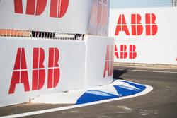 Loghi ABB sulla pista