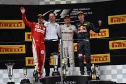 Подиум: Тони Росс, гоночный инженер Mercedes AMG F1, победитель гонки Нико Росберг, Mercedes AMG F1, второе место – Себастьян Феттель, Ferrari, третье место – Даниил Квят, Red Bull Racing