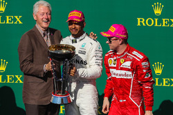 Race winner Lewis Hamilton, Mercedes AMG F1 celebrates on the podium with former US President Bill Clinton, second place Sebastian Vettel, Ferrari, third place Kimi Raikkonen, Ferrari and the trophy