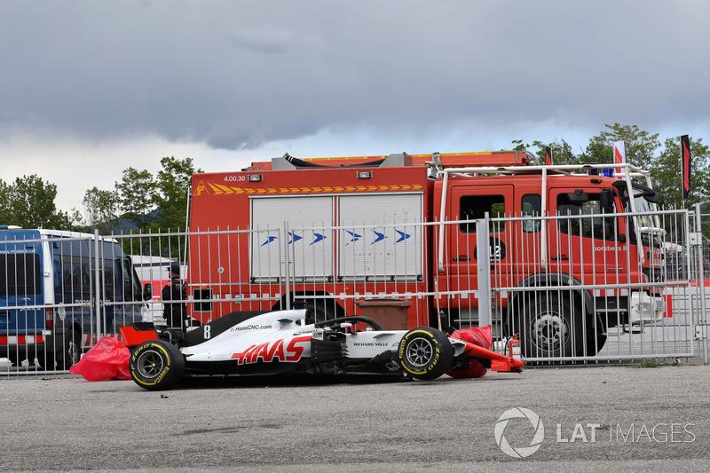 La monoposto incidentata del ritirato Romain Grosjean, Haas F1 Team VF-18