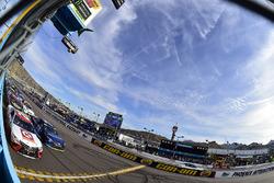 Restart: Matt Kenseth, Joe Gibbs Racing Toyota and Martin Truex Jr., Furniture Row Racing Toyota