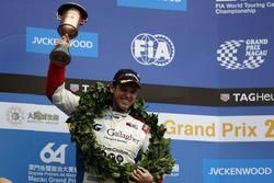 Podio: il terzo classificato Tom Chilton, Sébastien Loeb Racing, Citroën C-Elysée WTCC