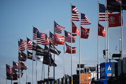 Bandiere nell'area garage