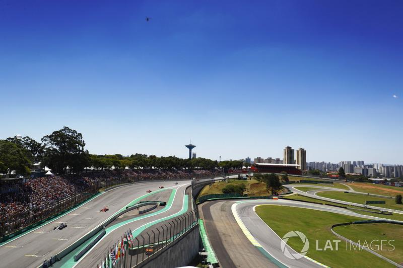 Valtteri Bottas, Mercedes AMG F1 W08, Sebastian Vettel, Ferrari SF70H, Kimi Raikkonen, Ferrari SF70H, sur la grille