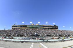 Martin Truex Jr., Furniture Row Racing Toyota, Kyle Busch, Joe Gibbs Racing Toyota, Matt Kenseth, Joe Gibbs Racing Toyota