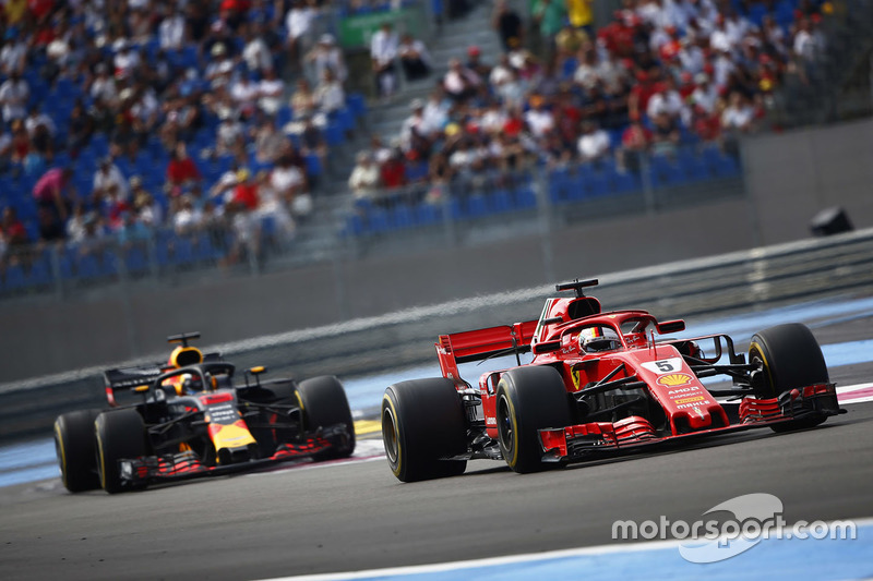 Sebastian Vettel, Ferrari SF71H, Daniel Ricciardo, Red Bull Racing RB14