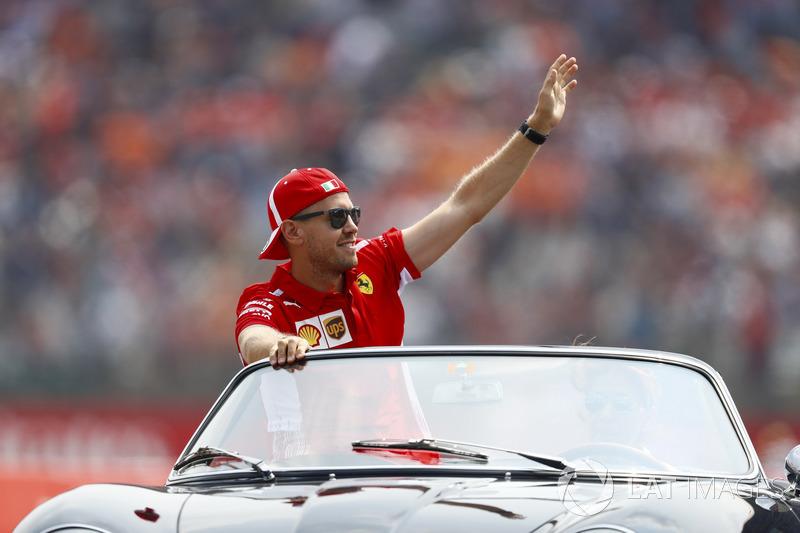 Sebastian Vettel, Ferrari, en el drivers parade