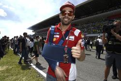 Michele Pirro, Ducati Team, in griglia dopo la caduta