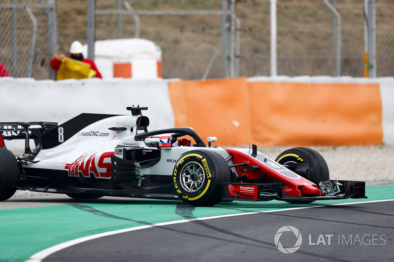 Romain Grosjean, Haas F1 Team VF-18, bloque une roue