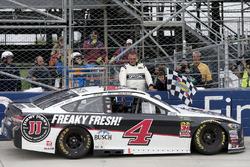 Race winner Kevin Harvick, Stewart-Haas Racing, Ford