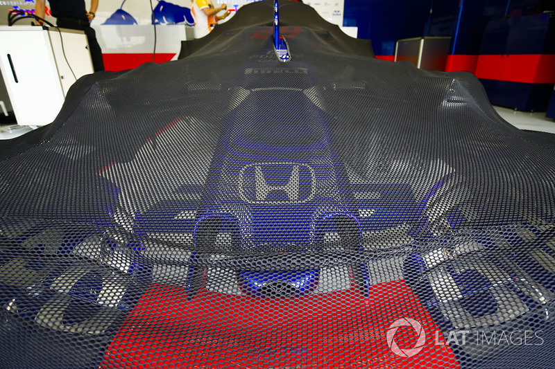 A protective cover lays over the Brendon Hartley Toro Rosso STR13 Honda