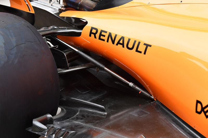 McLaren MCL33 rear floor