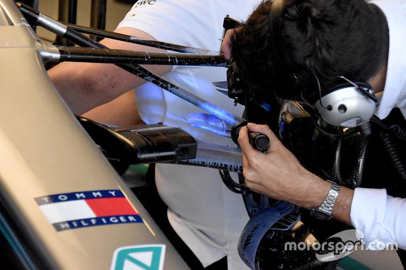 Детали передней подвески Mercedes F1 W09