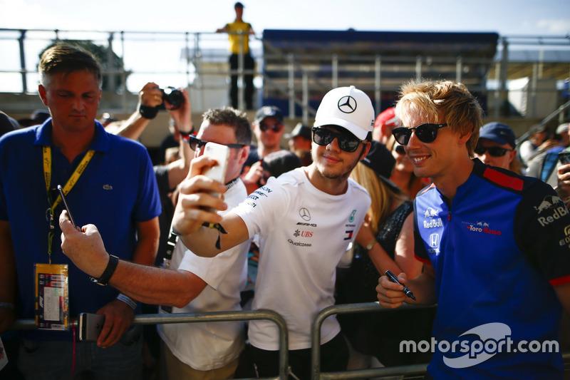 Brendon Hartley, Toro Rosso, posa per una foto